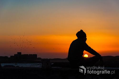 Fotografia zrobiona w portowym i bardzo wietrznym mieście Essaouira. Miejscowość ma wiele do zaoferowania, mi najbardziej do gustu przypadł port gdzie zdjęcie zostało wykonane.