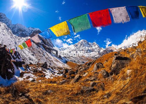 Flagi modlitewne pod Annapurną, Himalaje, Nepal