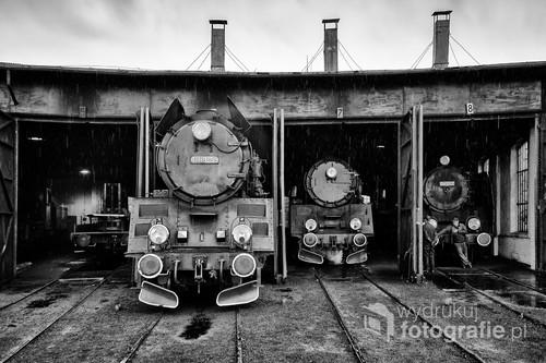 Fotografia wykonana w jednej z ostatnich czynnych lokomotywowni parowych w Polsce - w Wolsztynie. Kwiecień 2014.