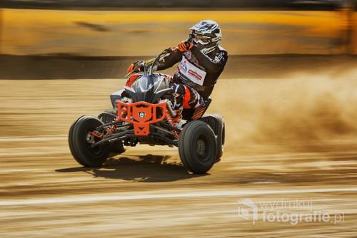 Fotografia wykonana podczas zawodów Quad  Speedway na torze Polonii Bydgoszcz