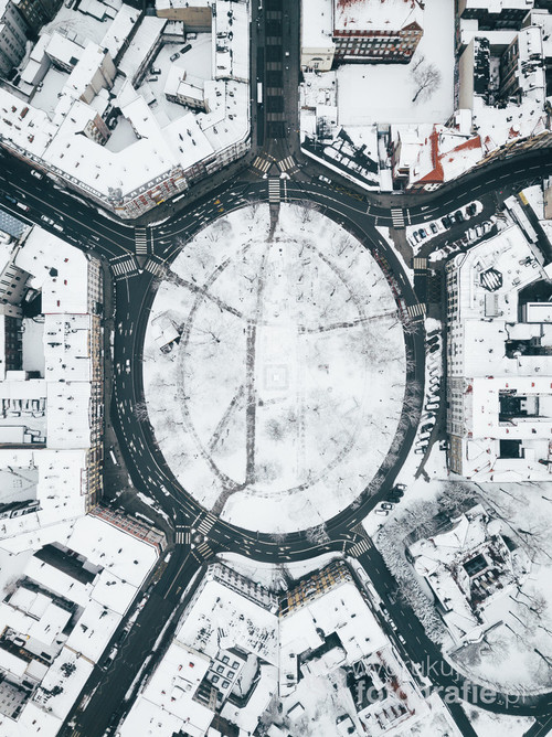Katowice Plac Wolności /I nigdy już nie spojrzysz na ten plac normalnie.  Kolekcja: Zima 2017