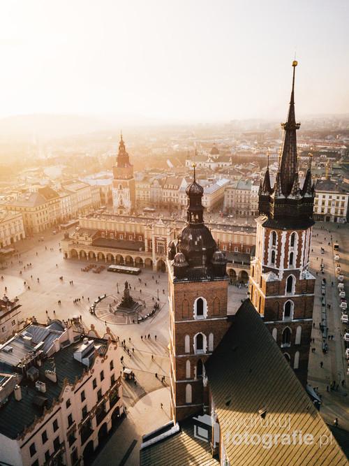 Kraków Rynek Główny /Możesz opisać to zdjęcie używając tylko jednego słowa?   Kolekcja: Wiosna 2019