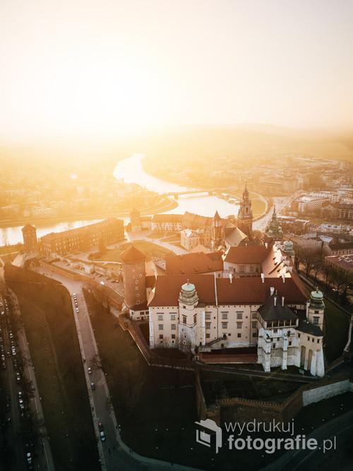 Kraków Zamek Królewski /Nawet król mógł tylko marzyć, aby ujrzeć taki zachód!  Kolekcja: Wiosna 2019