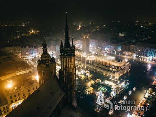 Kraków Rynek Główny /Magia świąt przejmie każde miasto!  Kolekcja: Zima 2019