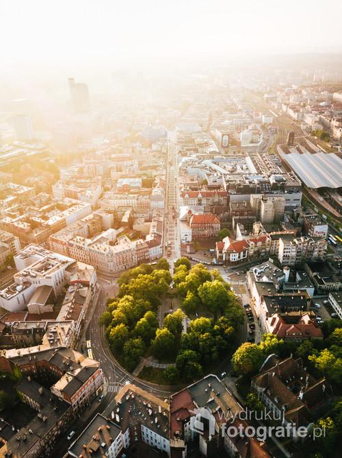 Katowice Plac Wolności /Odkryj w sobie lato!  Kolekcja: Lato 2019