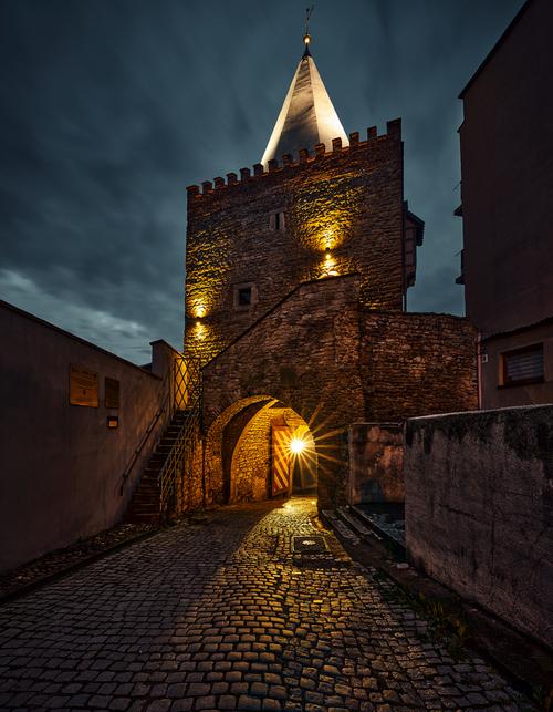 Brama Wodna - jedna z trzech zachowanych baszt, po rewitalizacji.
