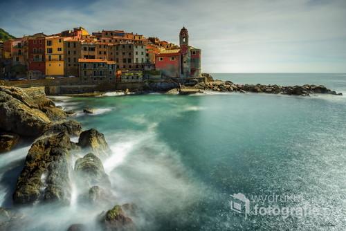 Włochy urokliwe miasteczko Tellaro jedne z pieciu w tym regionie polozone obok siebie