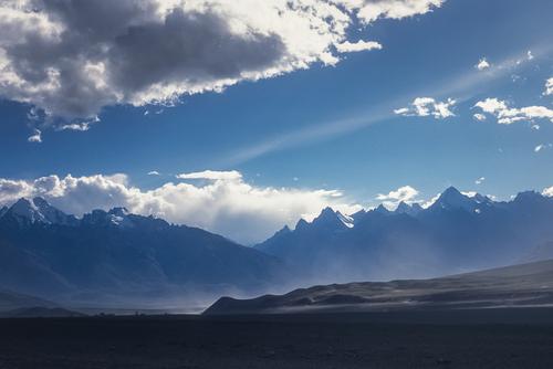Główna grań Himalajów - widok z wioski Karsza.w Zanskarze.
