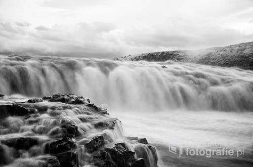 Wodospad Gullfoss w Islandii widziany w podczerwieni.