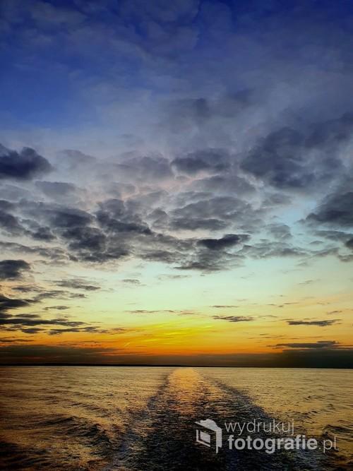 Fotografia został zrobiona z promu płynącego do Dover na pełnym morzu