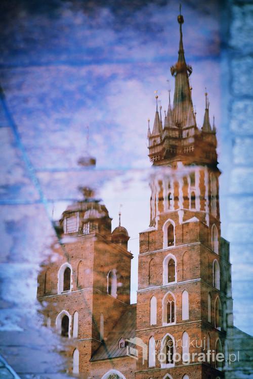 Wieże bazyliki Mariackiej w Krakowie.