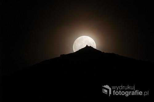 Pełnia księżyca w górach