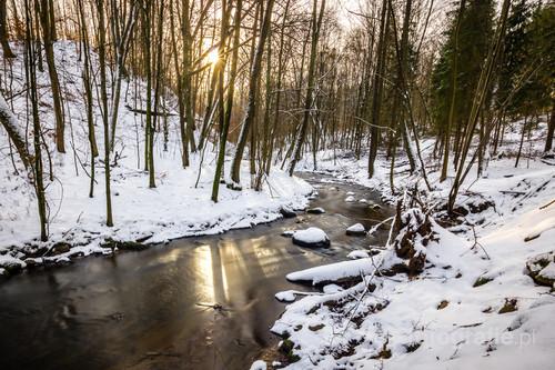 Rzeka Dylewka w zimowym wydaniu. Zdjęcie wykonane niedaleko Durąga, w pobliżu ogromnego głazu - pomnika przyrody.