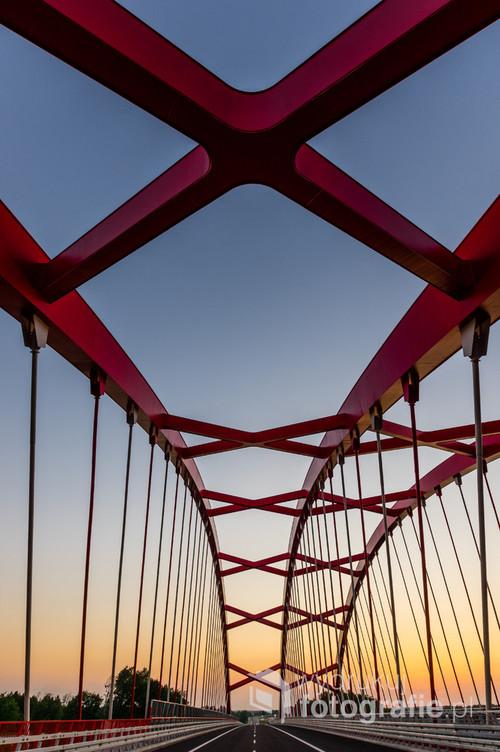 Most Niepodległości znajdujący się w Ostródzie, nad Kanałem Pauzeńskim, w ciągu drogi ekspresowej S7.
