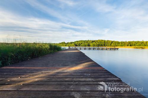 Jezioro Tabórz, nad którym leży wieś o tej samej nazwę. W pobliżu znajduje się rezerwat przyrody