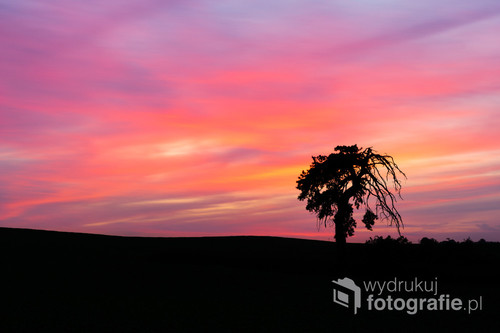 Niezwykle kolorowy zachód Słońca uwieczniony niedaleko Ostródy.