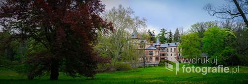 Oficyna pałacowa, widok od strony parku