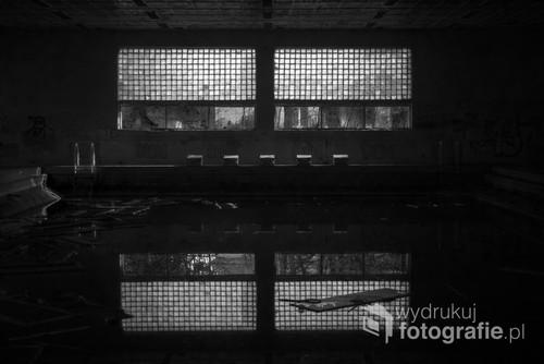 Zrujnowany basen w poradzieckim szpitalu (2019).