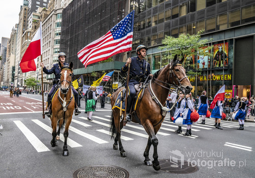 Parada Pułaskiego na piątej alei na Manhattanie.