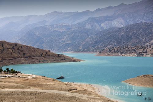 Widok na dolinę w Irańskich górach Zagros.