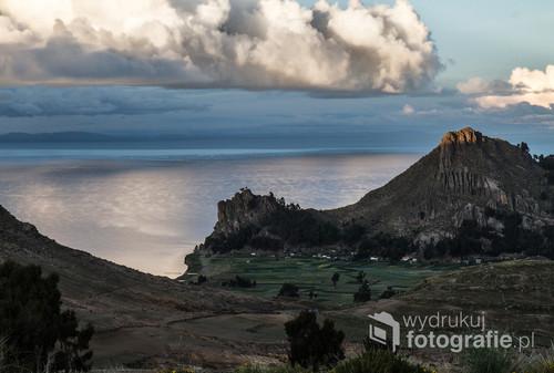Jezioro Titicaca w Boliwii.