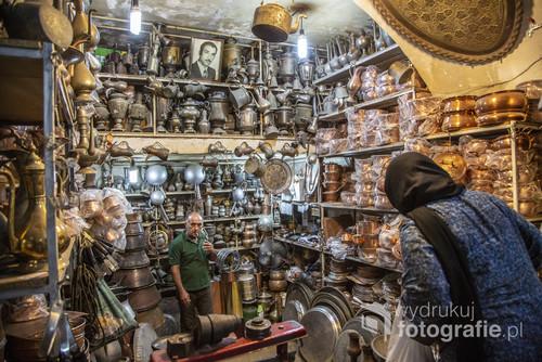 Jedno z wielu stoisk na tradycyjnym irańskim bazarze.