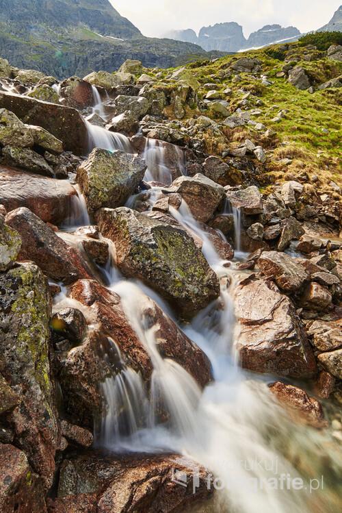 Fotografia powstała w naszych Tatrach w drodze na Przelęcz Krzyżne. Bardzo lubię efekt rozmazanej wody na zdjęciu.
