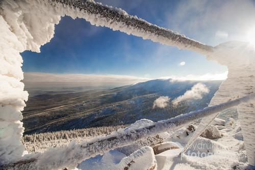 Fotografia z Karkonowskiej Szrenicy piękny listopadowy poranek przy - 16 st.
