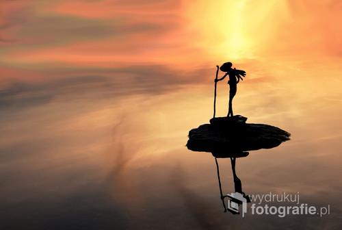 Fotografia wykonana nad jeziorem Ełckim o zachodzie słońca.  Fotografia publikowana jako