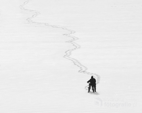 Powrót wędkarza do domu po Jeziorze Ełckim