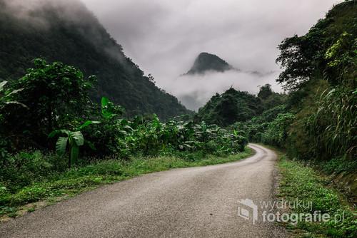 Okolice największej jaskini na świecie. Soon Doong Cave. W drodze do niewielkiej społeczności A-rem na granicy z Laosem.