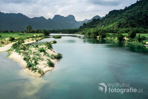 Wietnam - park narodowy skrywający największe jaskinie świata
