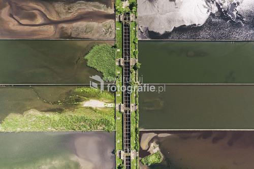 Fotografia przedstawia osadniki Huty Katowice. II wyróżnienie w kategorii krajobraz w Wielkim Konkursie Fotograficznym 2016 National Geographic