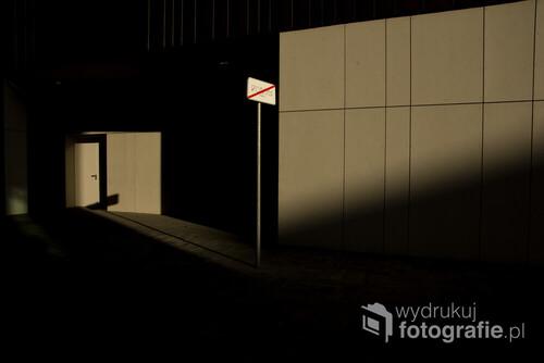Powodem zrobienia zdjęcia był fascynujący sposób padania światła, taki geometryczny.