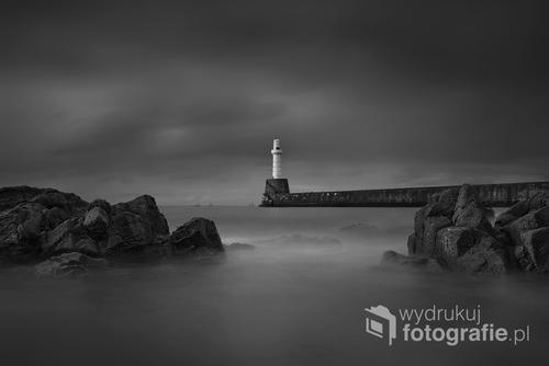 Fotografia przedstawia południowy falochron w Aberdeen, UK  Fotografia wyróżniona w międzynarodowym konkursie fotograficznym