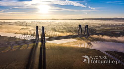 Most im. kardynała Franciszka Macharskiego w Krakowie, wschód słońca.
