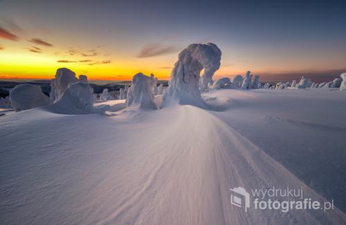 Piękny spektakl światła i piękne formacje śnieżne jakie stworzyła natura, po prostu bajka