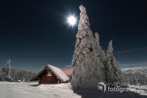 Księżyc blisko pełni, dużo śniegu i piękna widoczność. Jeseniki