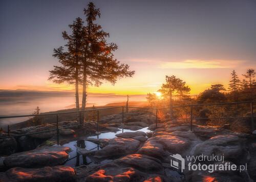 Dzisiejsze pierwsze promienie Słońca, muskające skały na miejscówce, którą ostatnio bardzo polubiłem