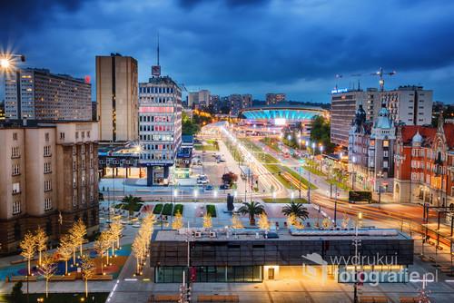 Zdjęcie przedstawia panoramę Katowic widzianą z tarasu widokowego Urzędu Miasta Katowice
