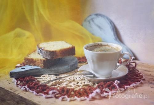 martwa natura z filiżanką porannej kawy