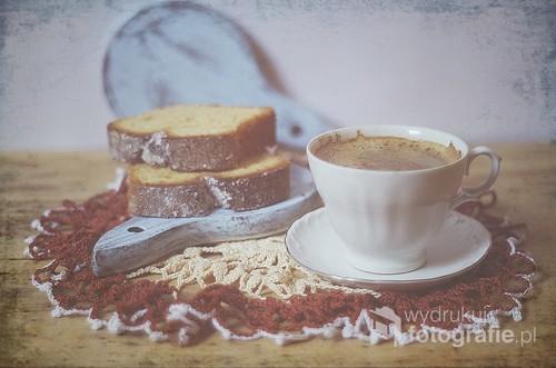 martwa natura z filiżanką kawy i plackiem