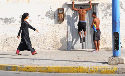 W ostatnich latach w Maroko z pewnością widoczna jest poprawa stanu praw człowieka. Obywatele oficjalnie mają takie same prawa. Noszenie tradycyjnego Hidżabu czy Dżelaby nie jest już obowiązkiem, Nikab zakładane są z szacunku, jaki został im wpojony podczas wychowania, robią to dobrowolnie i  z poważania dla wiary oraz kultury. Przelotne spojrzenie na obcego mężczyznę również nie odbiega od norm społecznych.