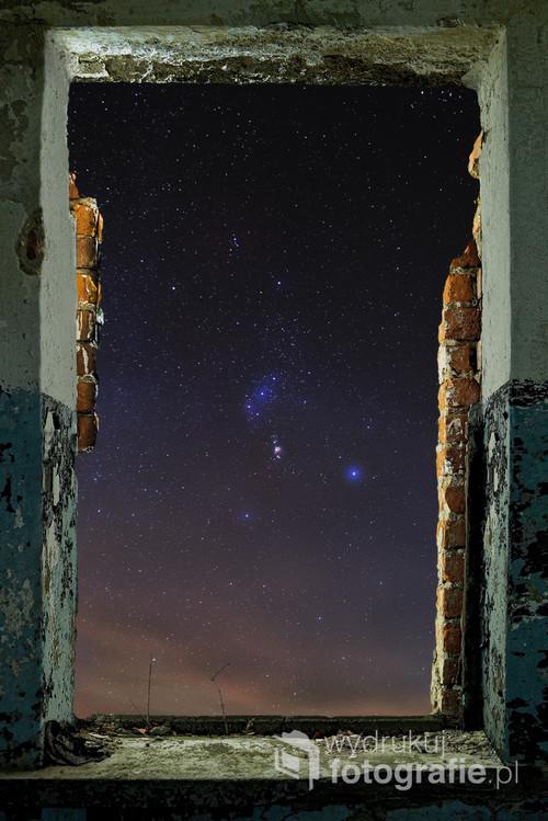 Zimowe miesiące to doskonały czas na obserwację jednego z najpiękniejszych i najlepiej rozpoznawalnych gwiazdozbiorów na naszym niebie - Oriona. Chciałem pokazać go w niecodzienny sposób - tak, aby każdy mógł sobie