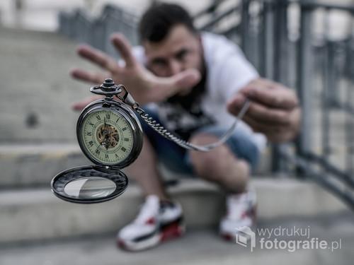 kolejna pomoc programu graficznego i Mojej własnej sztuczki do uzyskania efektu lewitującego zegarka :)