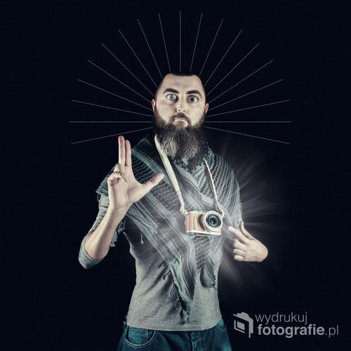 fotografia przedstawia karykaturę Mojej osoby, która przepoczwarzyła się w ikonę samozwańczego Patrona fotografów :) oczywiście z przymrużeniem oka ;)