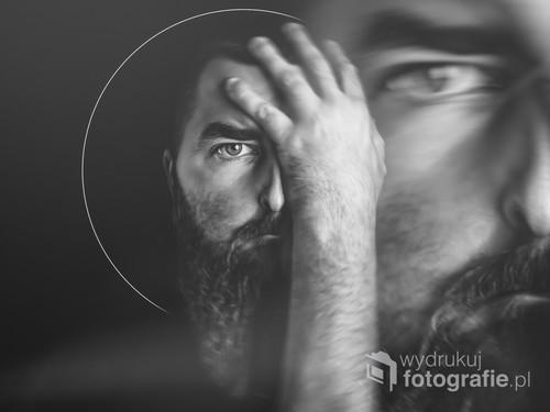 fotografia powstała w Moim mieszkaniu, sfotografowany portret został poddany obróbce w programie graficznym