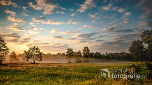 Wschód słońca w dolinie Obry woj. Wielkopolskiej.