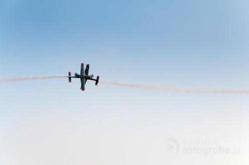 Pokaz pilotów z Zespołu Akrobacyjnego Orlik na AirSHOW 2017 w Radomiu.