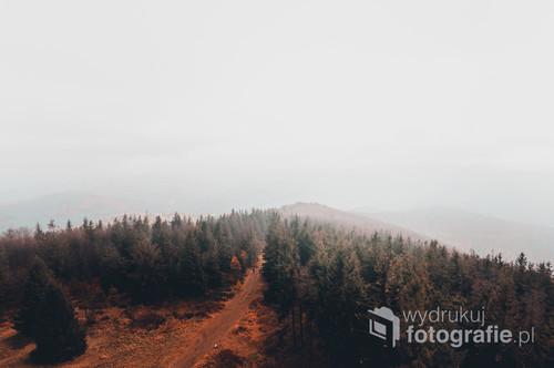 Zdjęcie z punktu widokowego na Czantorii Wielkiej. Biała mgła nadała przyjemny spokojny klimat całej wędrówce.